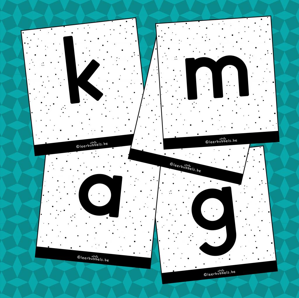Flitskaarten van leerbubbels kleine letters