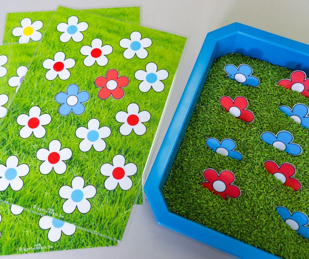 Sensory play met gekleurde rijst - bloemen matchen - Leerbubbels